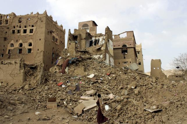 Yemen rubble from Saudi air strike - Reuters_05-26-15